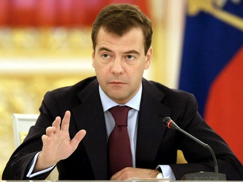 Медведев наградил алтайских животноводов